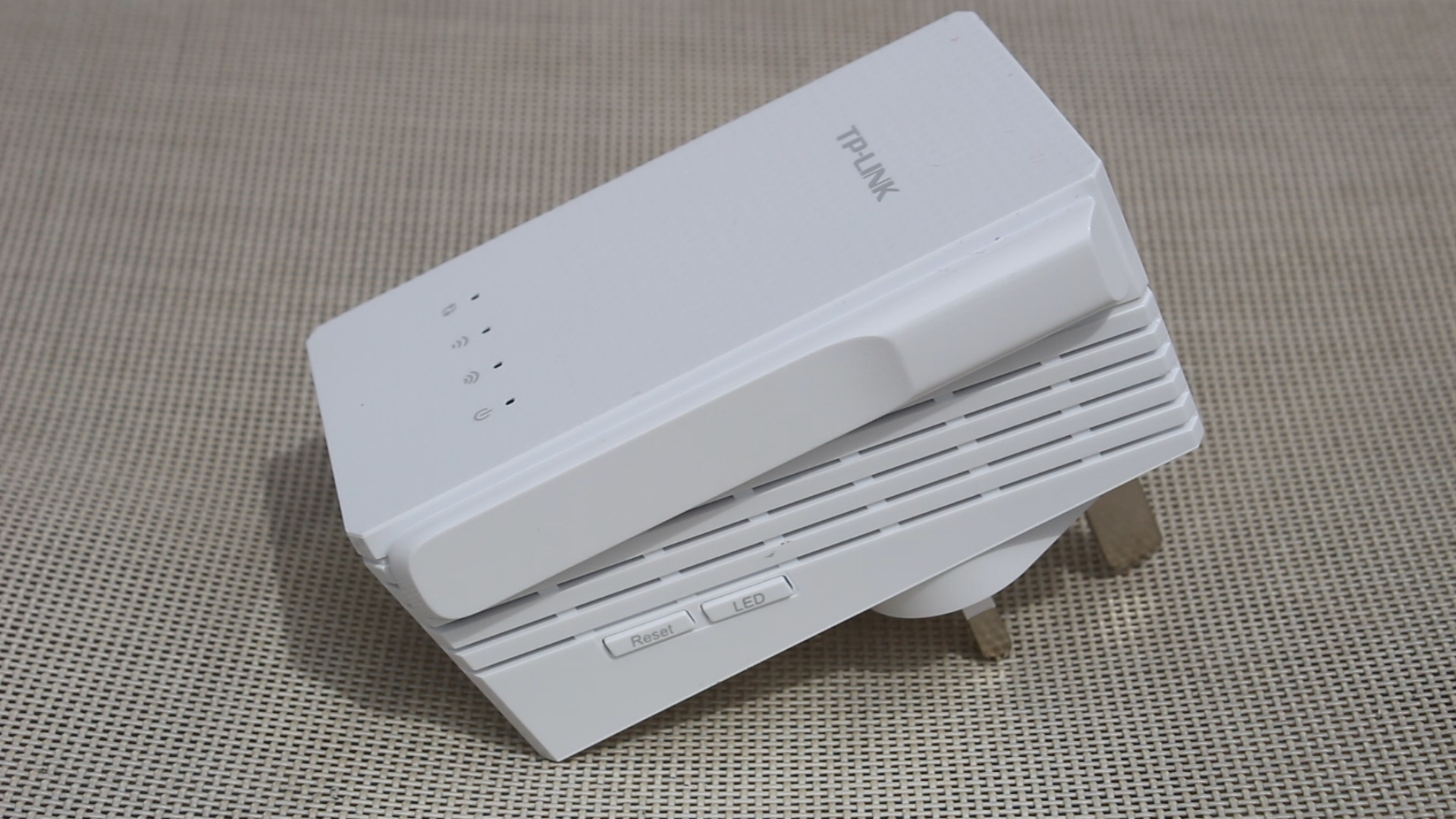 TP-Link RE210 AC750 Wifi Range Extender Review | TechteamGB